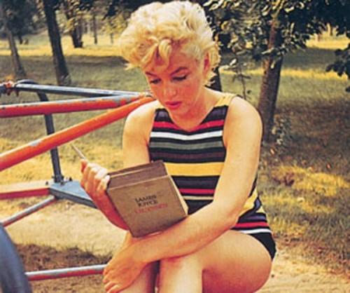 MarilynMonroeReadingUlysses